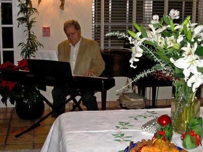 Pianist and volunteer Ray Kessler plays holiday classics
